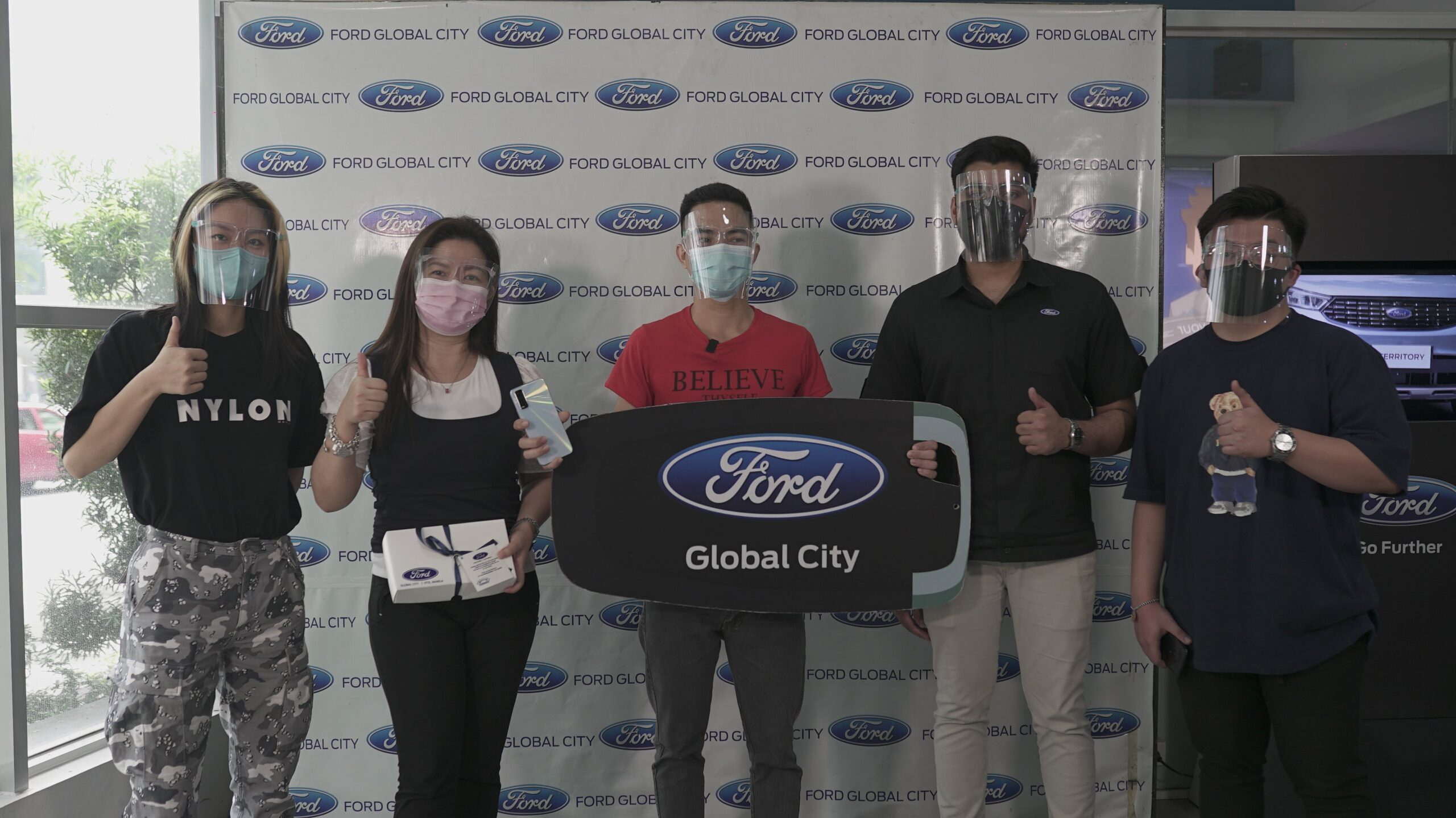 Housekeeper 'drives' home a Ford EcoSport through vivo #SealedWithAWish